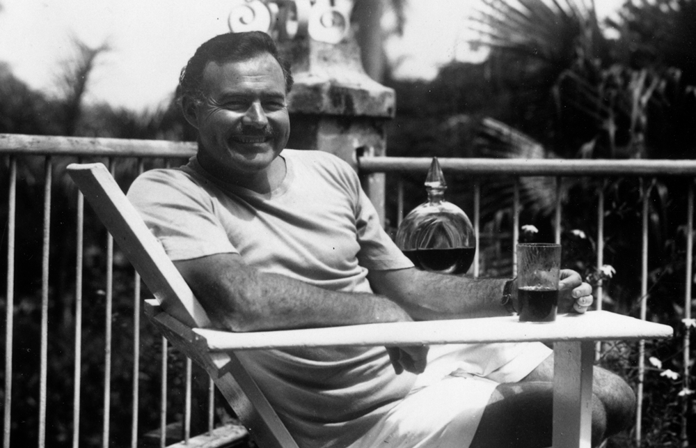 ernest_hemingway_at_the_finca_vigia_cuba_1946